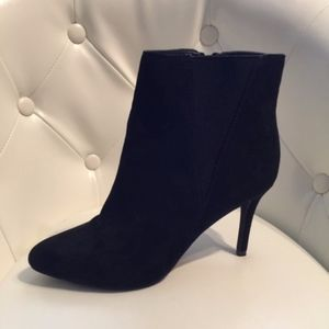 Forever 21 Blk Suede Heel Ankle Boots